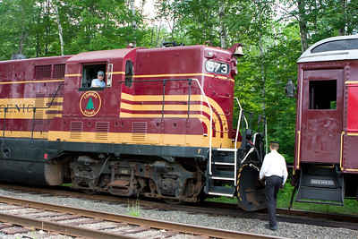 EMD GP-7 #573 is recoupled.