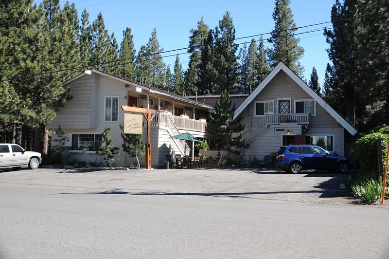 The Cinnamon Bear Lodge at Mammoth Lakes
