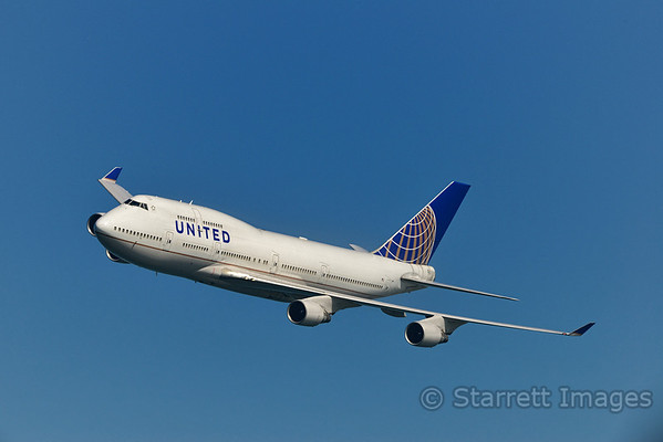 United Boeing 747SP buzzes the crowd, app
