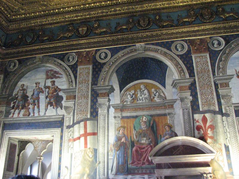 Palazzo Pitti.  Wall.