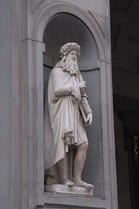 Leonardo Davinci at the entrance of the Uffizi Gallery in Florence, Italy.
