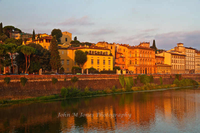 Sunrise scene along the Arno River near the Ponte Vecchio, Florence, Firenze, Italy