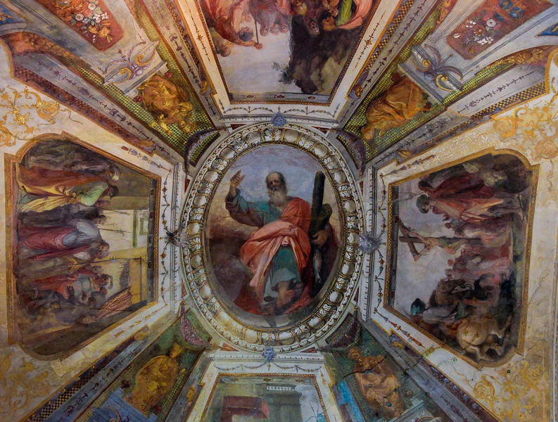 A side chapel ceiling in the Basilica di Santa Croce. There are 16 ornate side chapels in here.