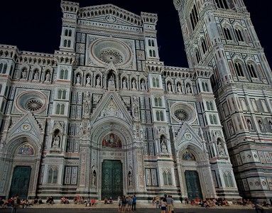 Streets around the Duomo are wide and for pedestrians only. With no car traffic there is a quiet, warm, peacefulness at night that draws people like a magnet. No auto noises are heard after about 9PM or so.