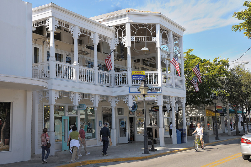 A walk down Duval Street.  We liked Key West.  It is not just a few blocks of historic buildings but most of the large Old Town area has interesting, well preserved traditional architecture..