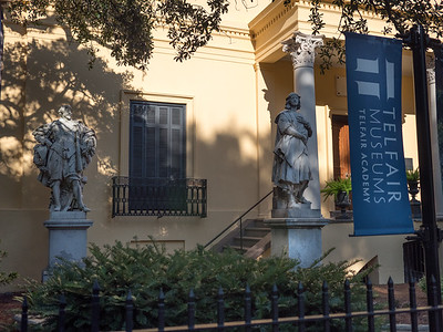 This bilding was the Telfair family mansion in the late 18th century and was bequeathed to Savannah to become the first acadmy of arts and sciences in the south.