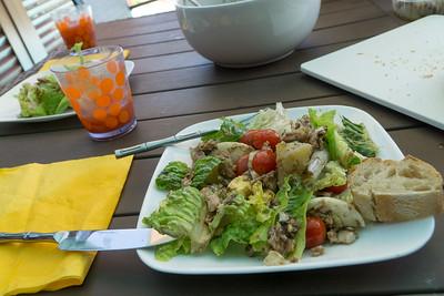 Ooh la la! La Salade Niçoise de Stacey. Très délicieux! Not to mention the baguettes!