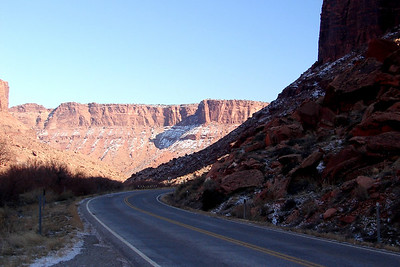 1/16/07 - After a quick tour of Arches N. P., it was back south to Utah Hwy. 128 to turn upstream toward Grand Junction, Colorado, following the Colorado River through this canyon.