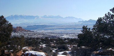1/16/07 - The view to the southeast across the broad plateau.  From somewhere near Balanced Rock.