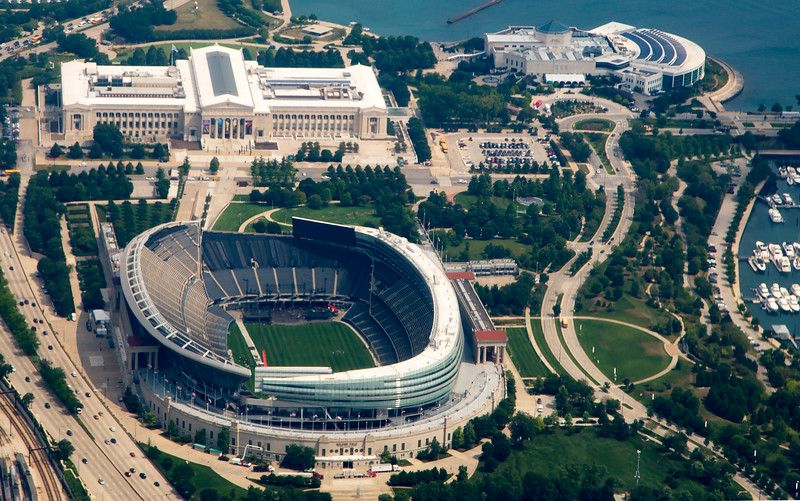 Foreground: Soldier's Field. Upper left: Field Museum. Upper right: Shedd Acquarium.