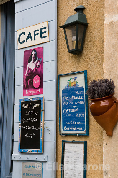 Cafe scene, Gordes, Vaucluse Plateau, Provence, France, Europe