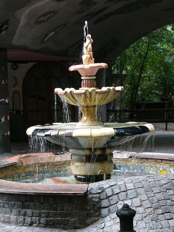 Vienna - Hundertwasser fountain
