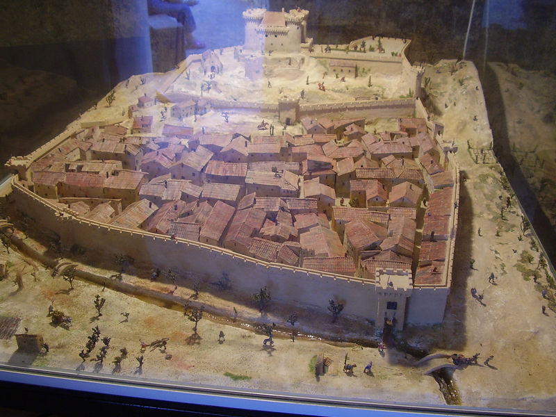 A diorama of the castle and village of Châteaurenard as it looked during the Middle Ages.