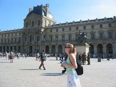 Mara'D at the Louvre.