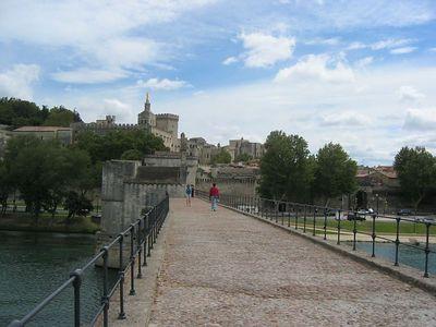 Sur le pont Avignon.