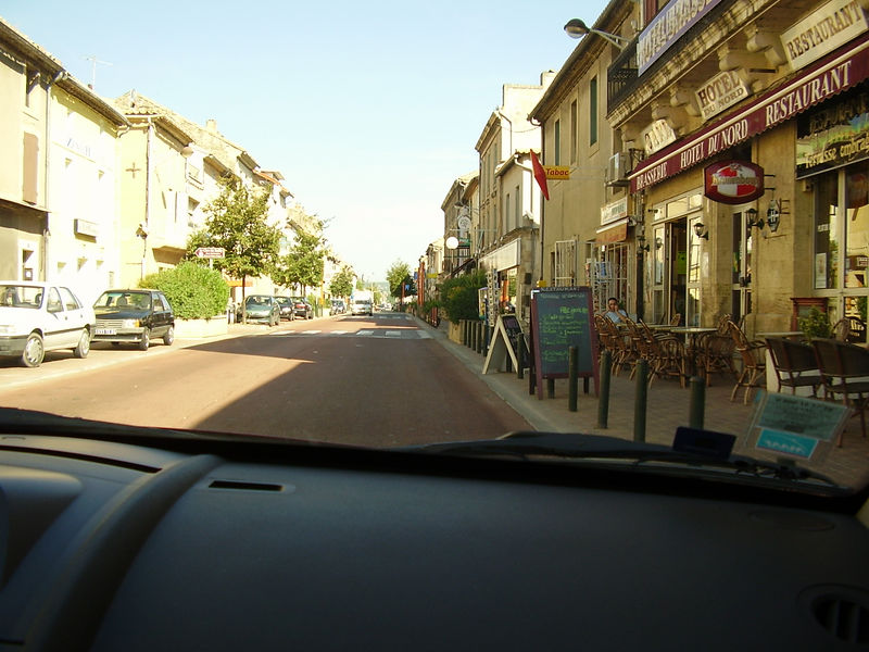 The village of Remoulins between the Pont du Gard and Châteaurenard, as seen through the windshield of Muriel's Renault.