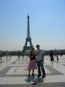 Ian & Mara'D and l'Eiffel.