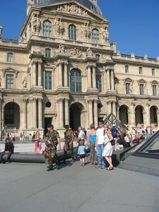 Courtyard of the Louvre with Mara'D's GIU.