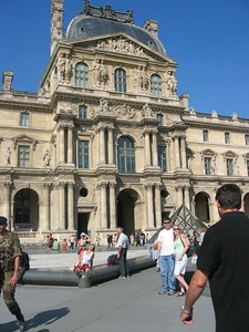 Courtyard of the Louvre with bonehead tourist.