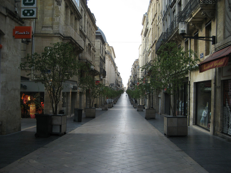 Bordeaux: shopping street is 1.6 ks
