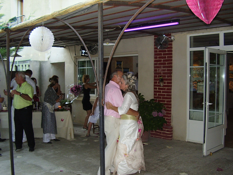 Daniel and Muriel have the first dance.