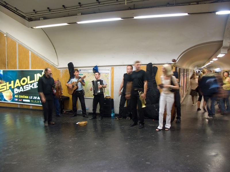 Entertainment at Chetelet Metro station