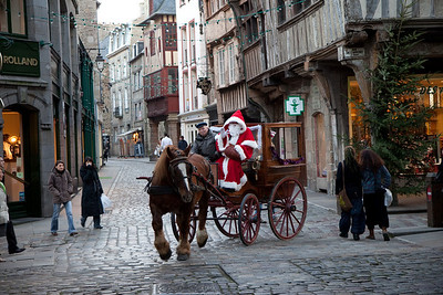 Santa travels in style in Dinan