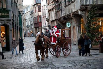 Santa travels in style in Dinan