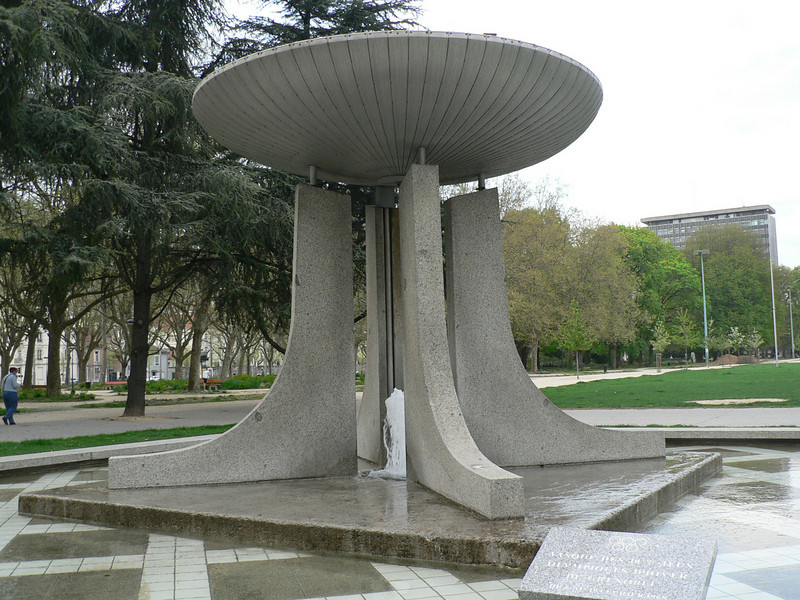 Fountain commemorating Grenoble's 1968 Winter Olympics