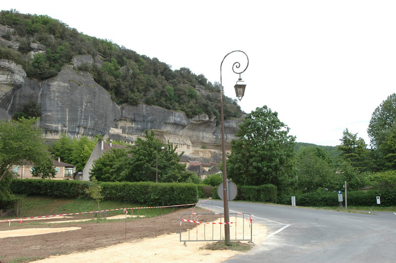 The town is tucked into the rock cliff.