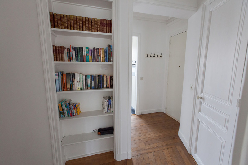 Hallway with books inside Haven in Paris.