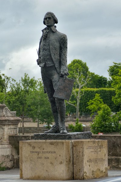 Statue commemorating Thomas Jefferson as ambassador to France.