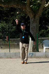 Tony McKinnon playing Petanque at Viviers