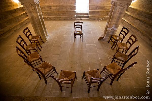 Provence-Alpes-Côte d'Azur. Abbaye Notre-Dame de Sénanque: Inner cloister