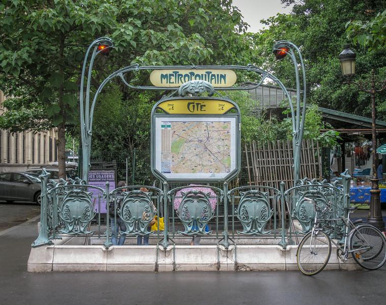 The coolest Metro sign in Paris