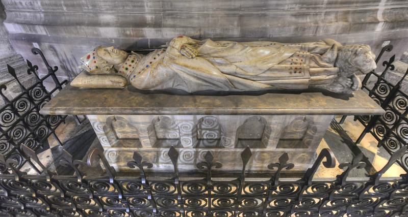 Gisant de Simon Mattifas de Buci, 1290-1304<br /> Cathédrale Notre Dame de Paris