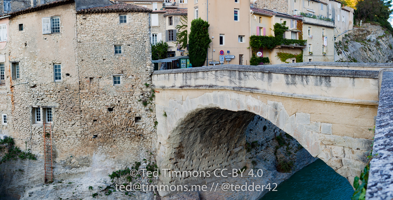 Roman bridge connecting old and new sections of Vaison-la-Romaine, over the Ouveze river