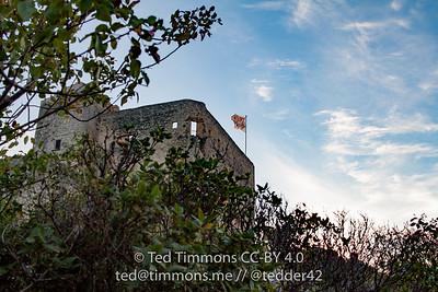 Castle for Count of Toulouse sits atop old part of Vaison-la-Romaine