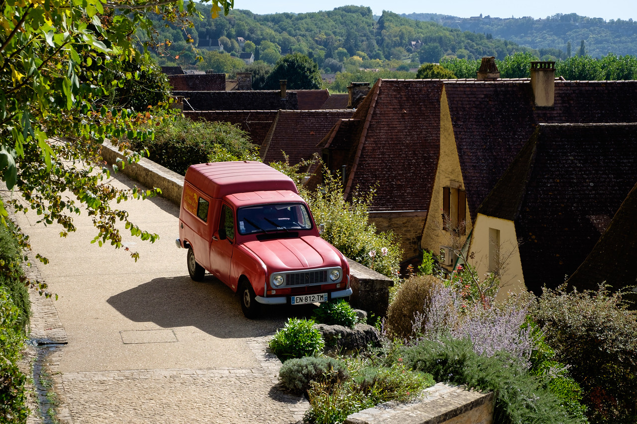 red_renault_truck-1699