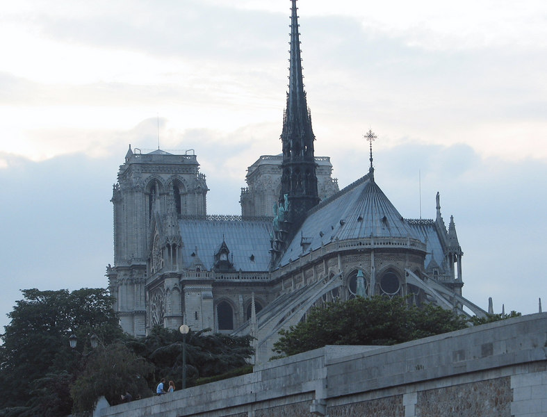 Another shot of the back of the cathedral of Notre Dame.<br /> <br /> Otra toma del lado posterior de la iglesia.