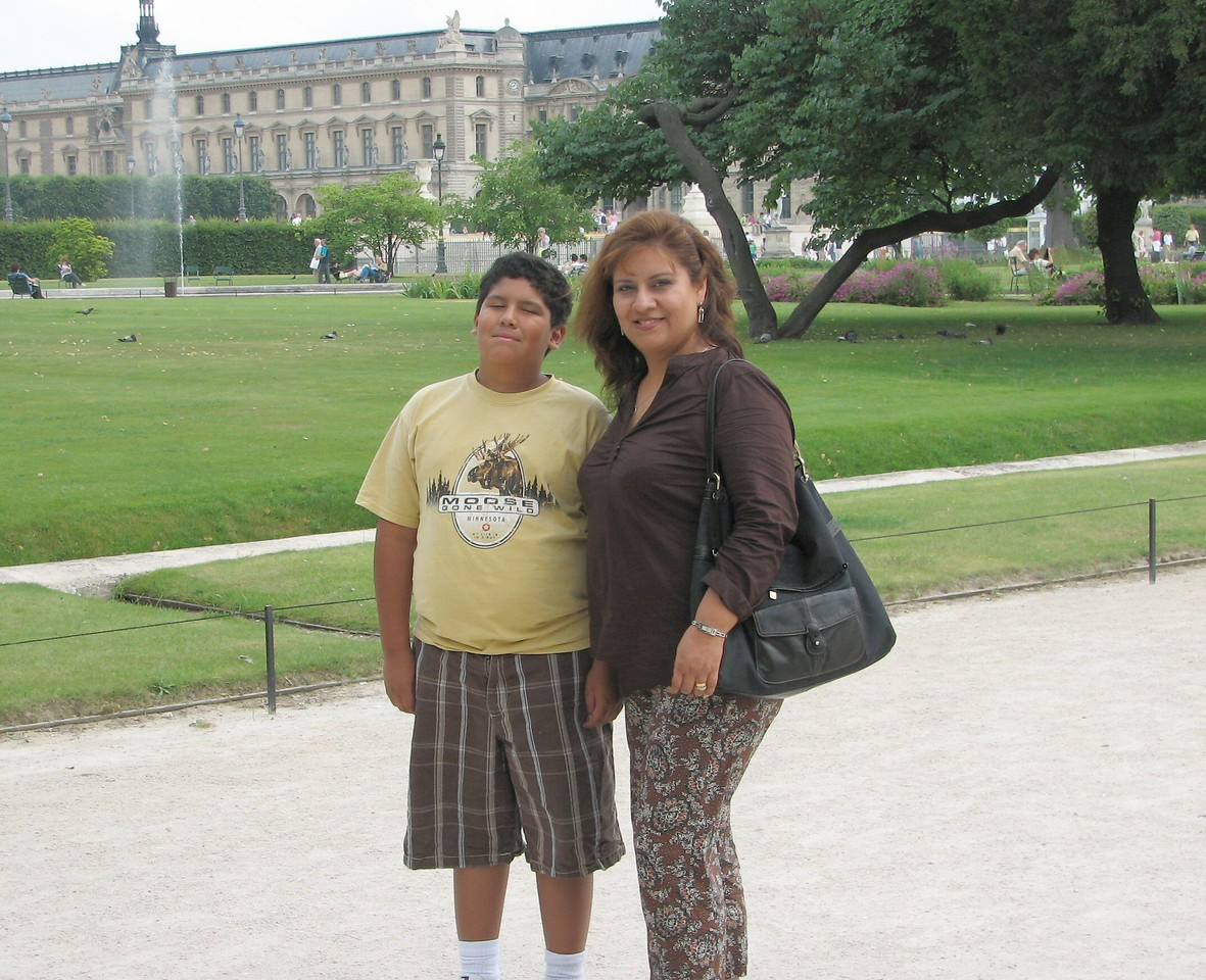 Walking through Les Tuileries Gardens...<br /> <br /> Caminando por los jardines de la Tuileries.
