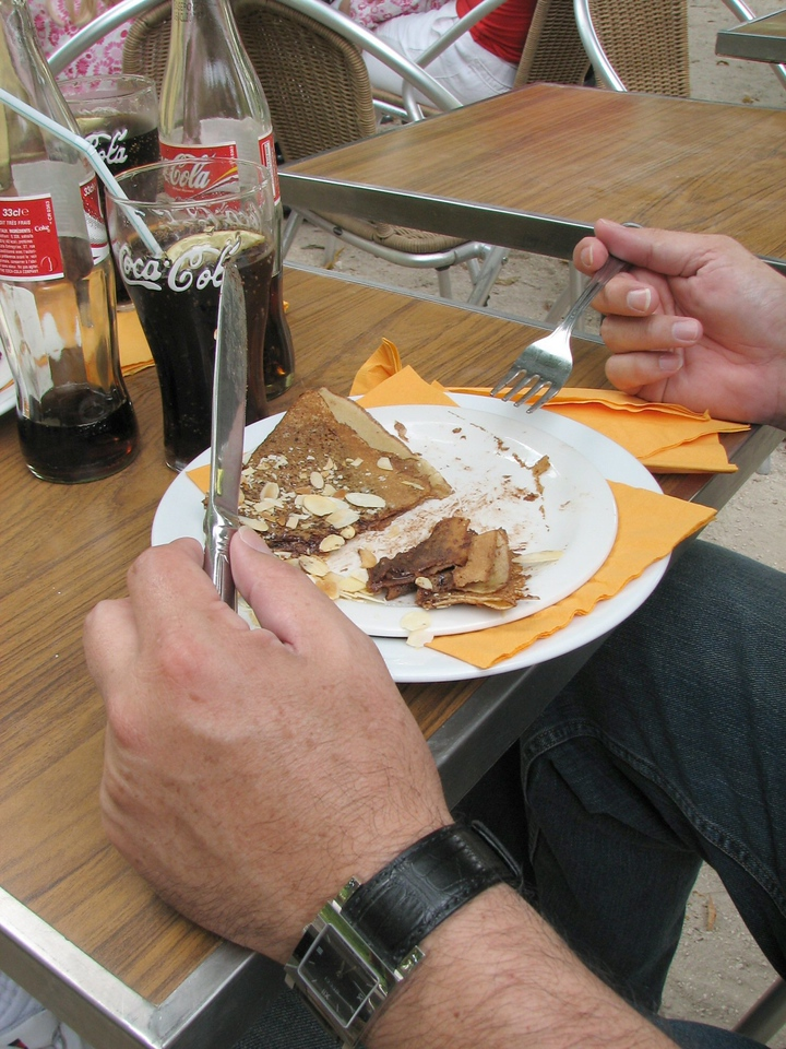 Cesar enjoying a Crepe au Chocolat.<br /> <br /> Cesar disfrutando de un Crepe de chocolate.