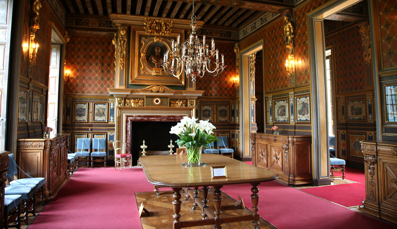 Formal dining room at Cheverny.