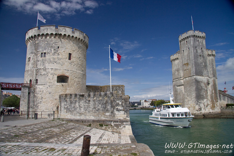 La Rochelle - Entrance to the bay in the fortification walls.