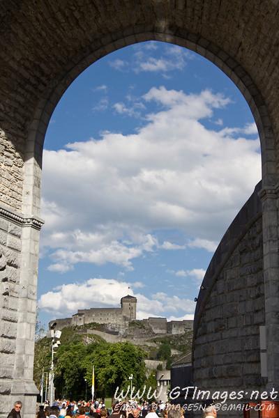 The château fort de Lourdes .