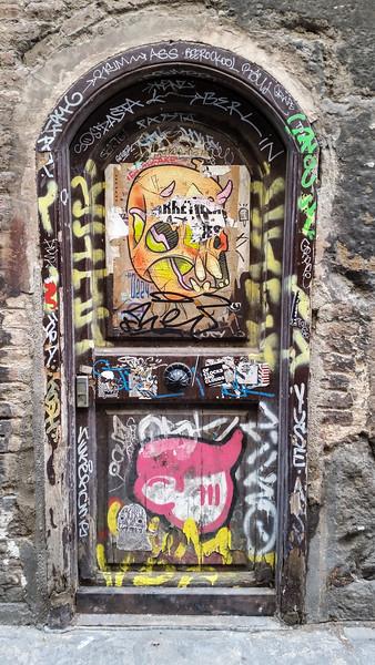 Spain-Barcalona-Graffiti-3