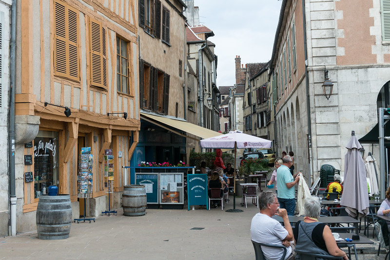Our first lunch stop was in Auxcerre, a larger town by the standards of what we later found. But still along the canal and still no rain which would come the second half of the first day.