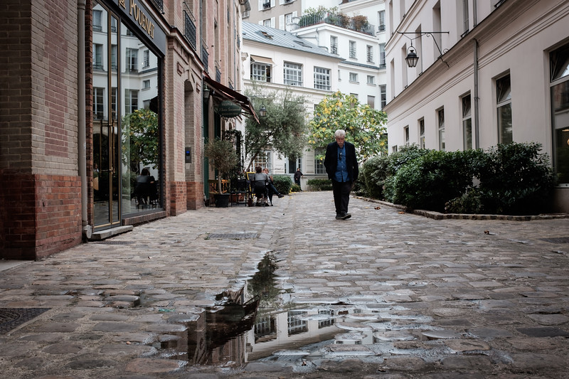 Ducking into an alleyway | Paris, France | September 2018