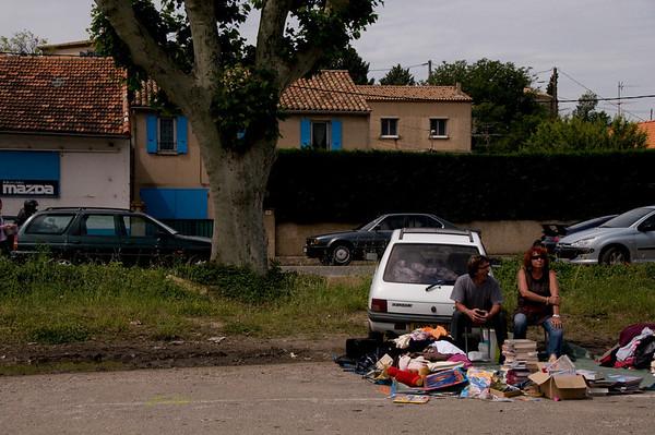 france fleamarket-couplebyroadside