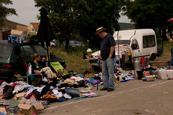 france-fleamarketmanstrawhat